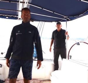 Crew auf Katamaran