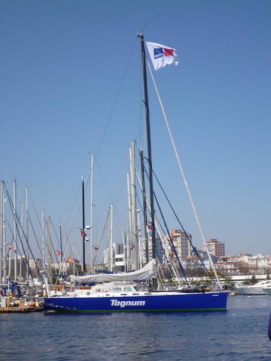 blaue Segelyacht